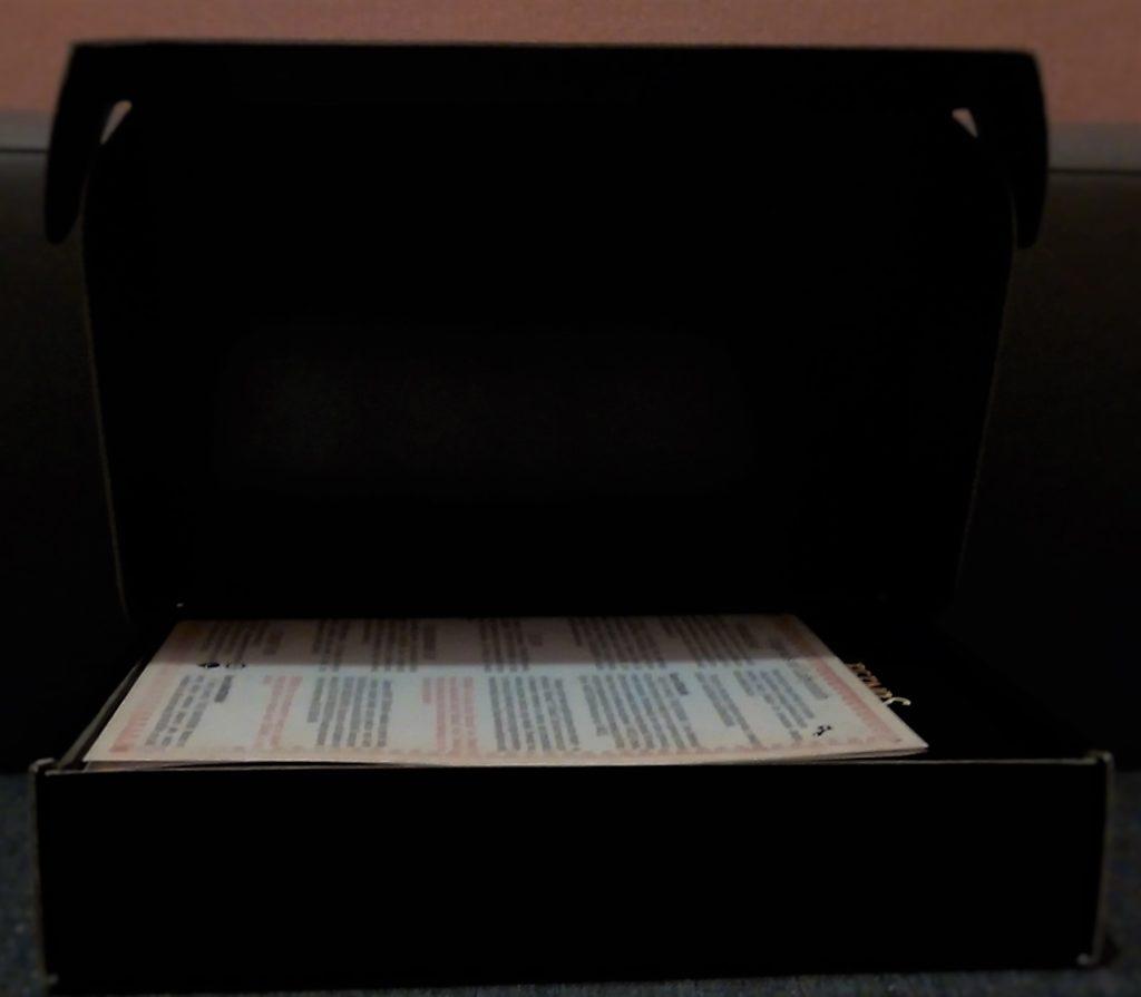 Otworzyliśmy czarne pudełeczko a w środku widzimy instrukcję.